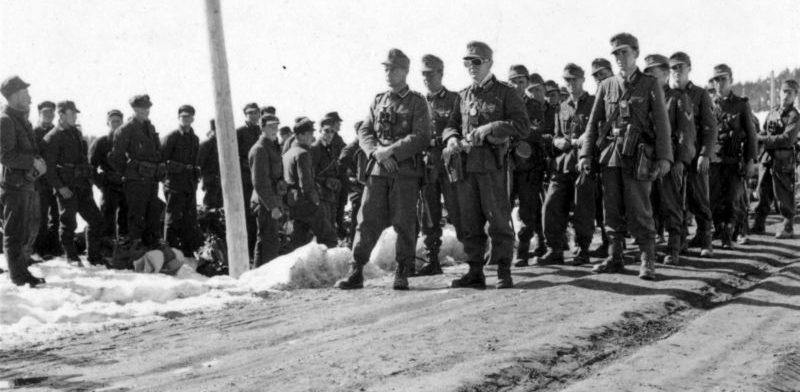 Норвежские солдаты, захваченные в плен немецкими горными стрелками. Апрель 1940 г.