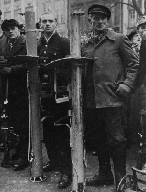 Ополченцы Фольксштурма во время церемонии присяги в Данциге. Ноябрь 1944 г.