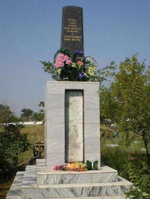 с. Пришиб Березнеговатского р-на. Памятник односельчанам, погибшим в годы войны.