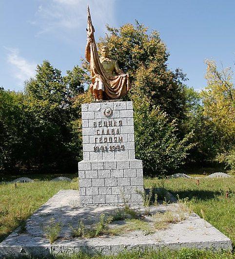 с. Софиевка Черкасского р-на. Памятник 218 односельчанам.