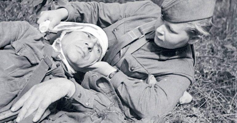 Помощь на поле боя. 1942 г.