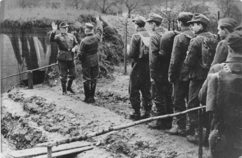 Фольксштурмисты в районе Мозеля. Декабрь 1944 г.