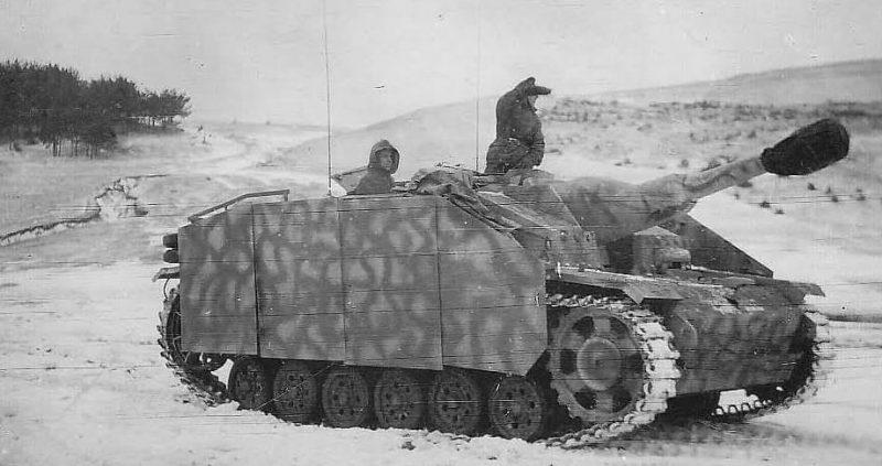 Немецкие танки и САУ у Мемеля. Декабрь 1944 г.