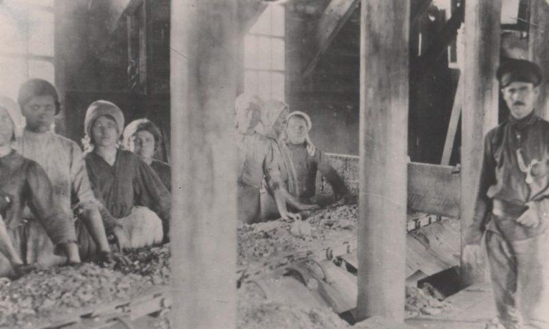 Женщины на шахте «Приморскуголь». 1942 г.