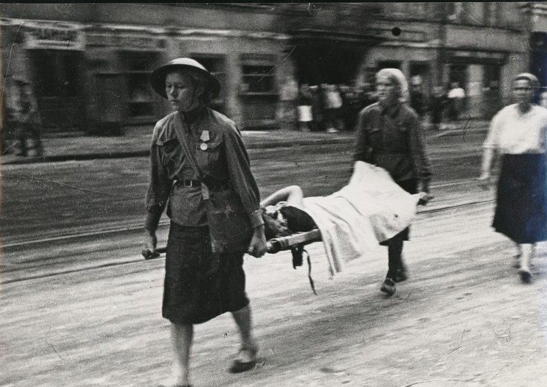 Эвакуация раненных. Ленинград 1942 г.