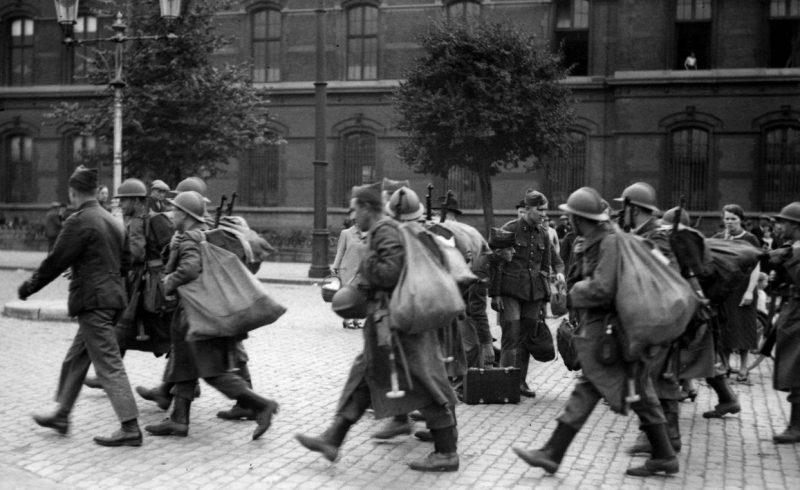 Подразделение бельгийской армии отправляется на фронт. Май 1940 г.