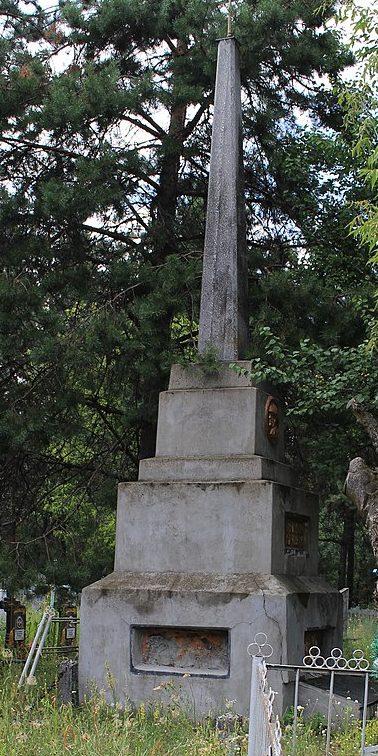 с. Хрещатик Черкасского р-на. Братская могила 200 советских воинов.