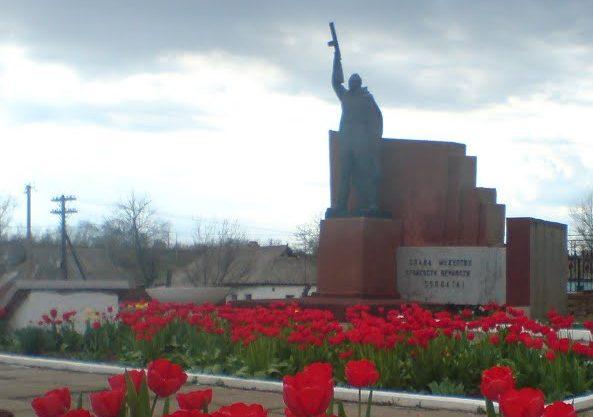 с. Новоконстантиновка Братского р-на. Мемориальный комплекс советским воинам и погибшим землякам.
