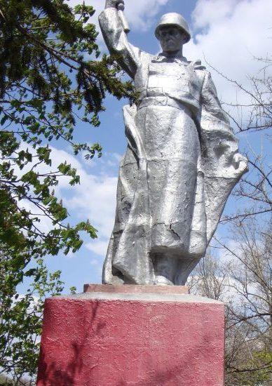 с. Шевченко Братского р-на. Памятник погибшим землякам.