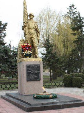 п. Веселиново. Памятник погибшим землякам.