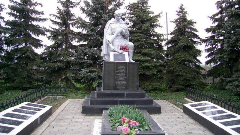 с. Кутузовка Веселиновского р-на. Братская могила советских воинов.
