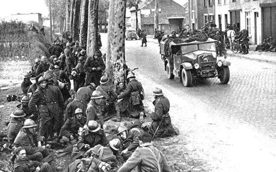 Бельгийские солдаты на привале. Май 1940 г.