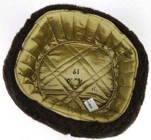 Меховая зимняя шапка военнослужащего ВМС.