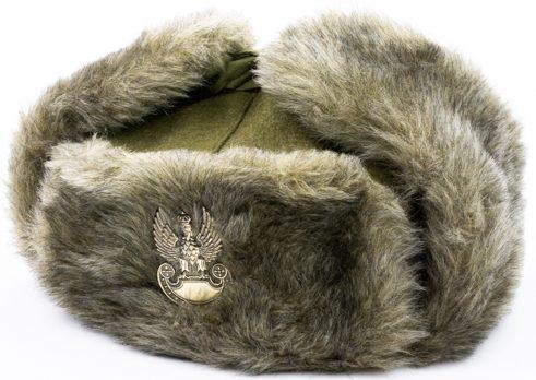Меховая зимняя шапка офицера армии.