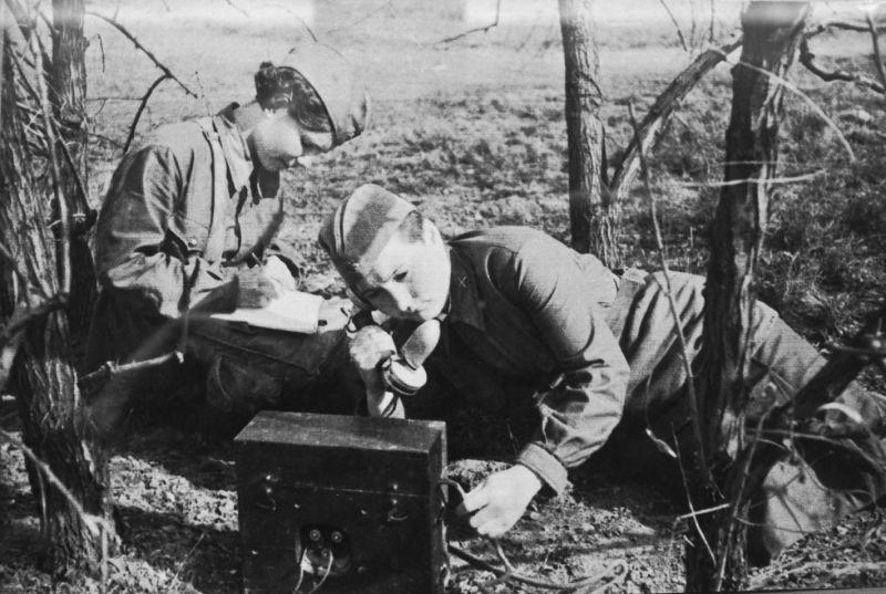 Связистки артиллерийской части.1942 г.