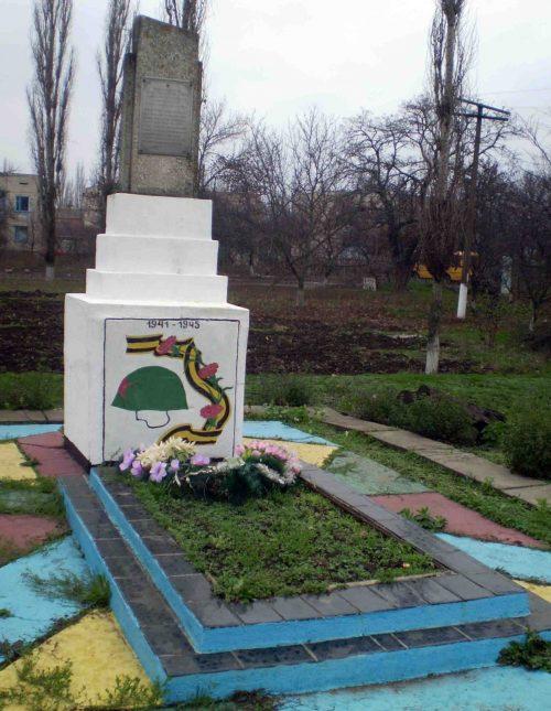 с. Грейгово Витовского р-на. Братская могила советских воинов.