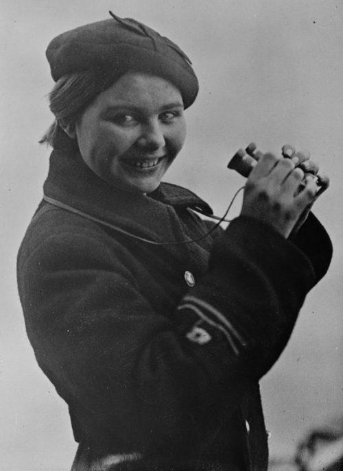 Советская девушка, матрос-водолаз спасательной службы Новороссийска. 1942 г.