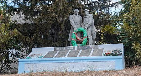 с. Александровка Вознесенского р-на. Памятник, установленный в 1967 году в честь воинов-земляков, погибших в годы войны.