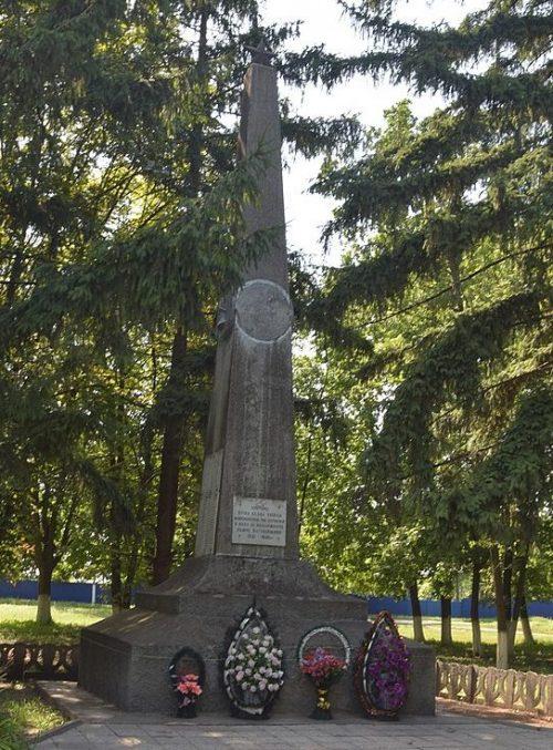 с. Великая Буримка Чернобаевского р-на. Памятник воинам-односельчанам