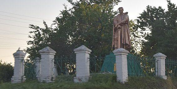 с. Ирклиев Чернобаевского р-на. Памятник, установленный на братской могиле советских воинов.