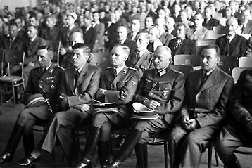 Празднование годовщины Эстонской Республики в Ванемуйне. 1943 г.