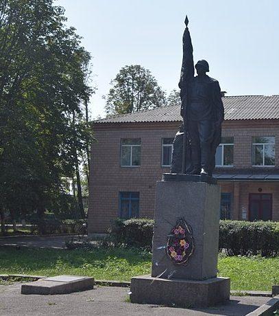 с. Красеновка Чернобаевского р-на. Памятник, установленный на братской могиле советских воинов.