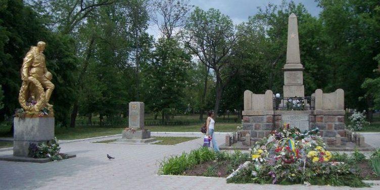 г. Вознесенск. Памятник, установленный на братской могиле советских воинов, погибших при освобождении города.