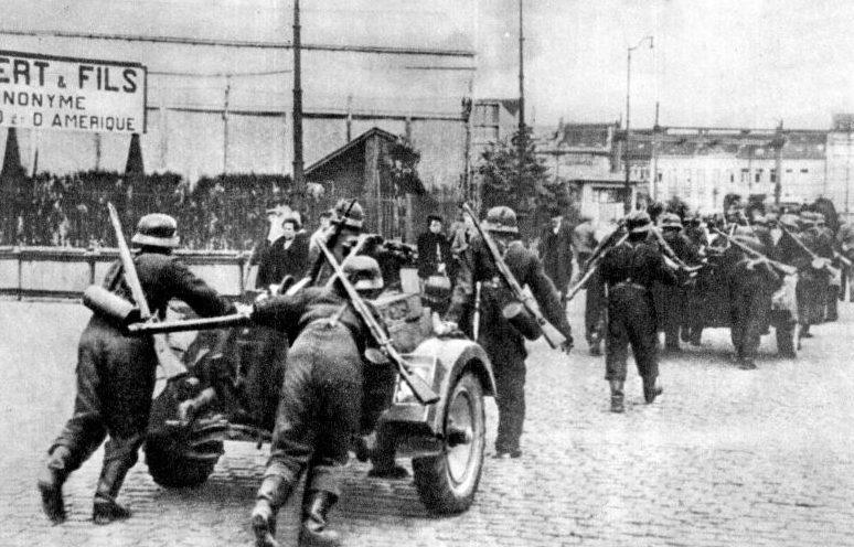 Немецкие войска занимают Брюссель. Май 1940 г.