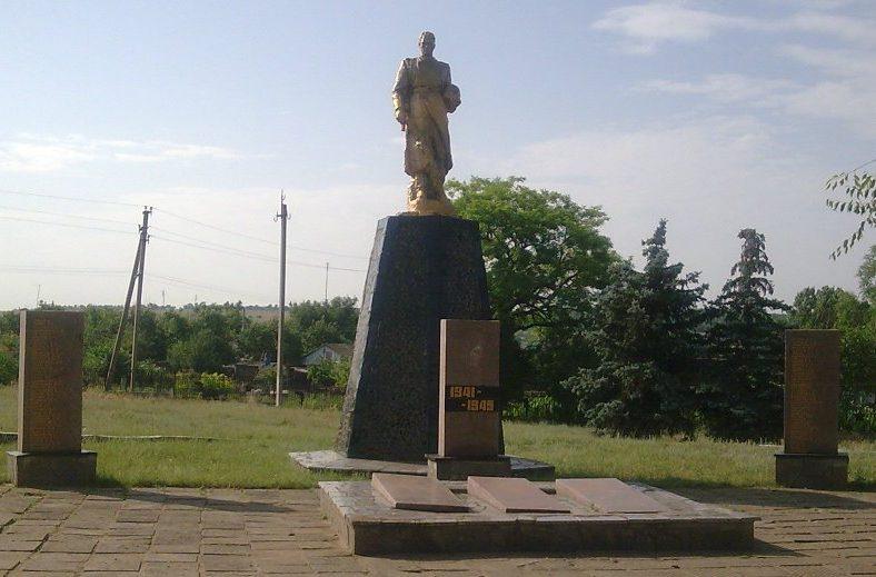 г. Вознесенск. Памятник, установленный на братской могиле советских воинов.