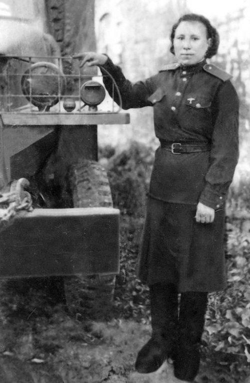 Военный водитель Надежда Ядыгарова. Август 1943 г.