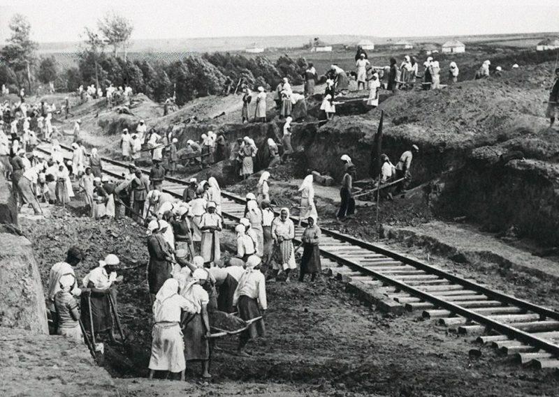 Восстановлению железнодорожных путей. Курская область, 1943 г.