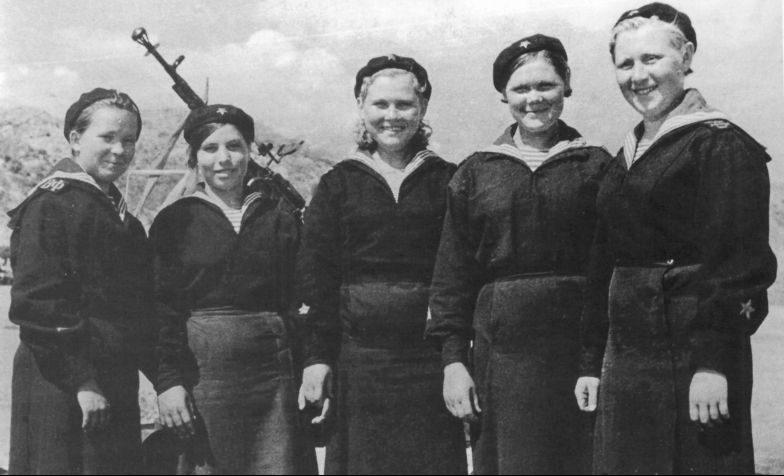 Экипаж катера-тральщика Т-611 Волжской военной флотилии. Август 1943 г.