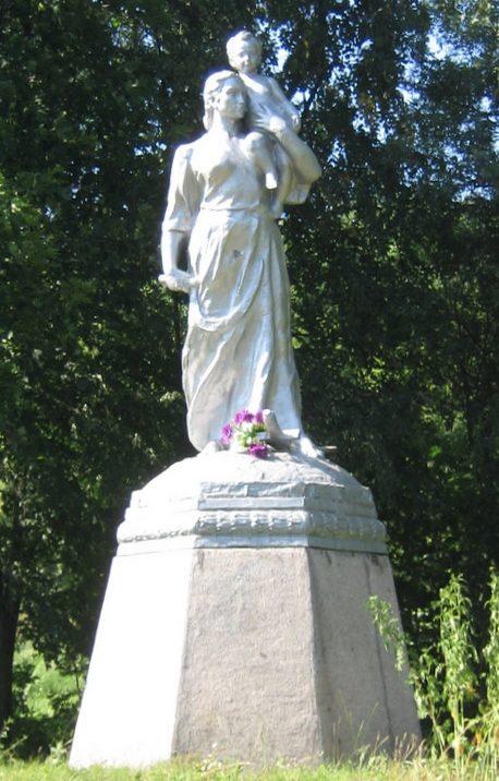 с. Вдовичено Чигиринского р-на. Памятник погибшим мирным жителям.