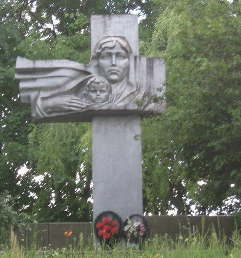с. Замятница Чигиринского р-на. Памятный знак погибшим односельчанам.