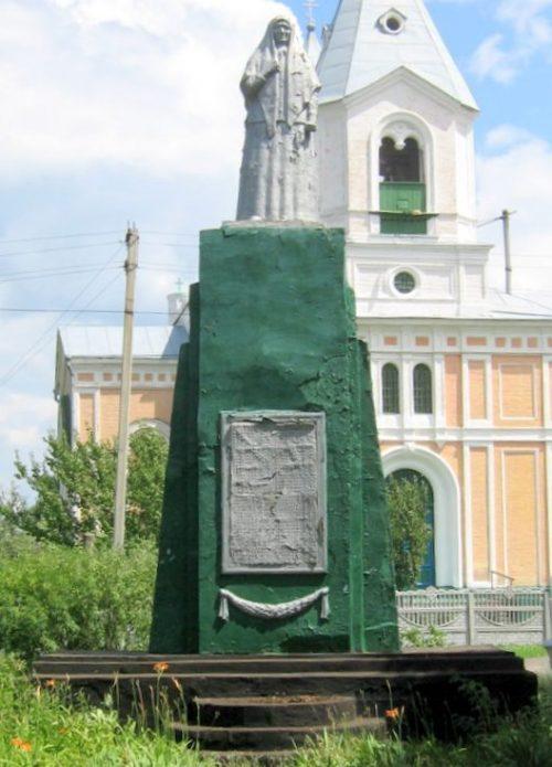 с. Медведевка Чигиринского р-на. Памятник, установленный на братской могиле воинов, погибших в боях за село.