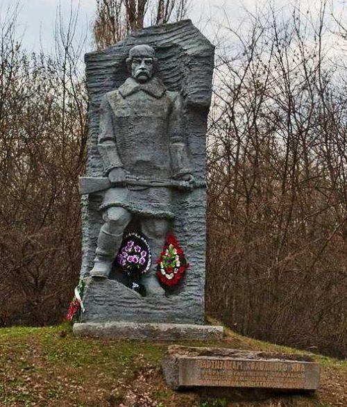 Памятник партизанам.