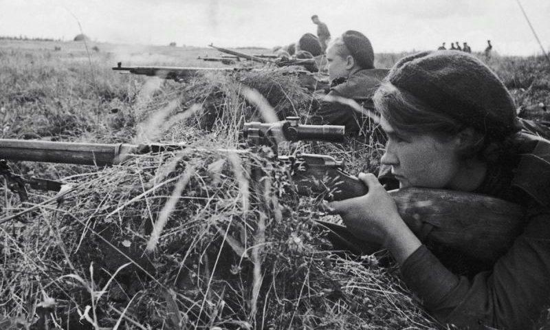 Группа женщин-снайперов 3-й Ударной армии Калининского фронта. 1943 г.