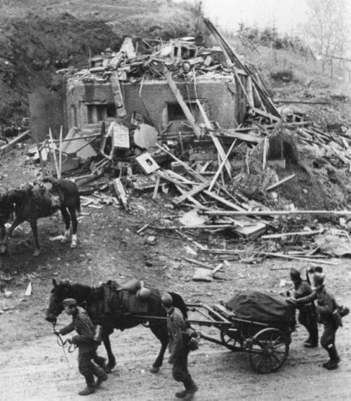 Разбитый бельгийский ДОТ. Май 1940 г.
