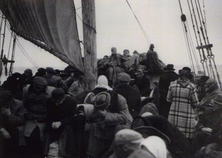 Беженцы из Эстонии на борту парусника «Виру». 22-23 сентября 1944 г.
