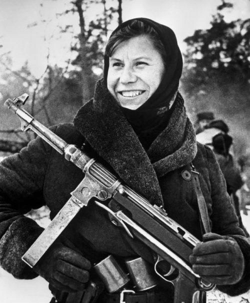 Партизанка белорусского отряда Настя. 1943 г.