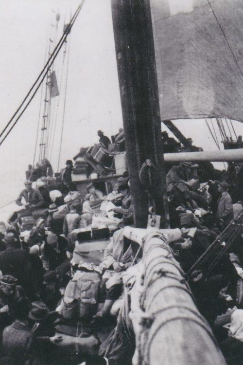 Парусник «Трийна» с военными беженцами в пути в Швецию. 25 сентября 1944 г.