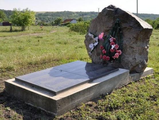 с. Козубовка Доманёвского р-на. Братская могила советских воинов.