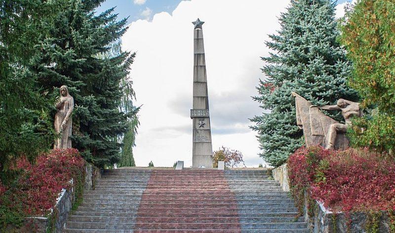 с. Большая Севастьяновка Христиновского р-на. Памятник воинам-односельчанам.