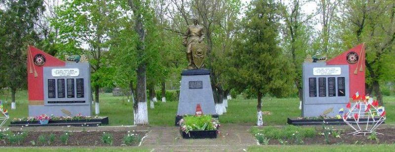 с. Мариновка Доманёвского р-на. Мемориал, установленный на братской могиле советских воинов.