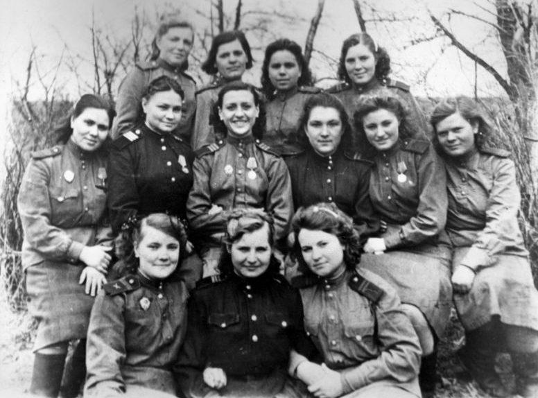 Военнослужащие 183-го Краснознаменного зенитного артиллерийского полка 3-й дивизии ПВО. 1943 г.