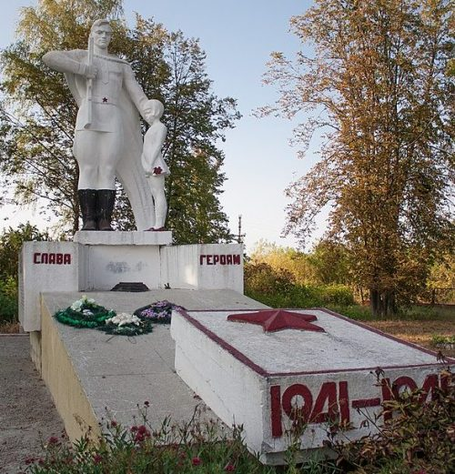 с. Вербоватая Христиновского р-на. Памятник воинам-односельчанам.