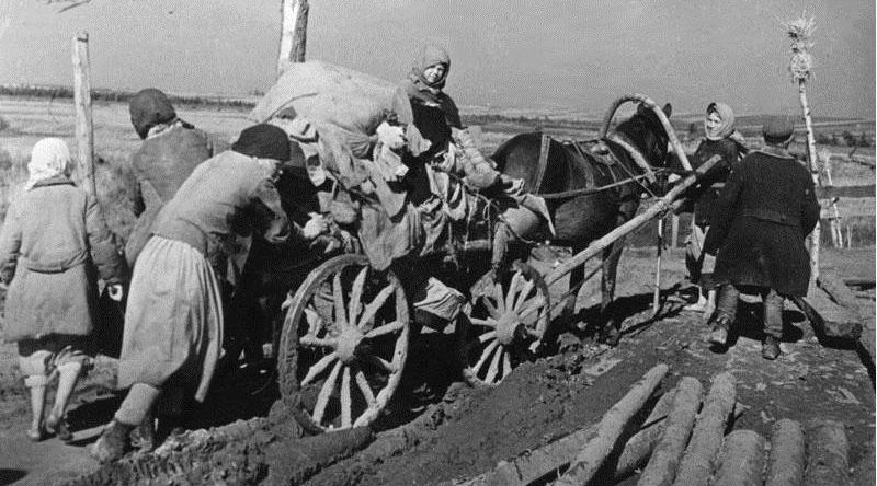 Женщины-колхозницы. 1944 г.