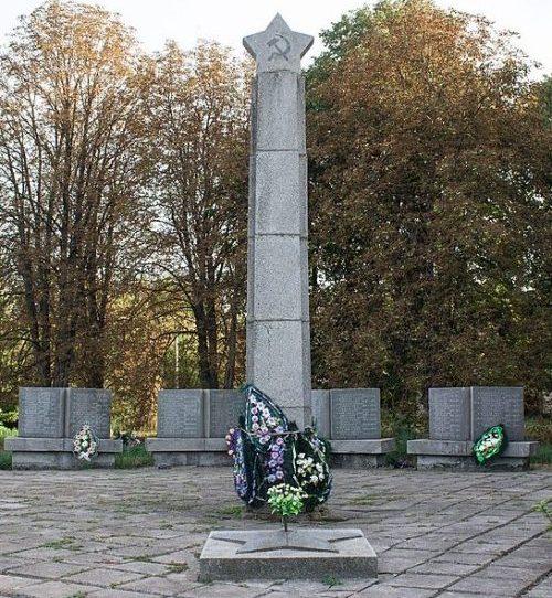 с. Веселовка Христиновского р-на. Памятник воинам-односельчанам.