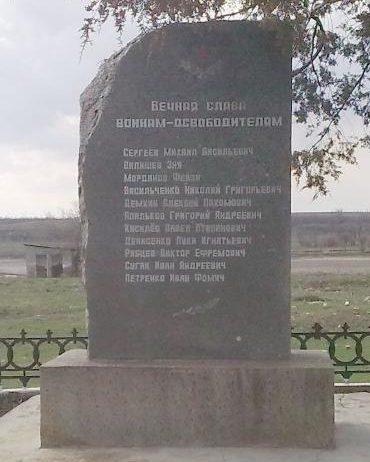п. Еланец. Памятник воинам-освободителям.