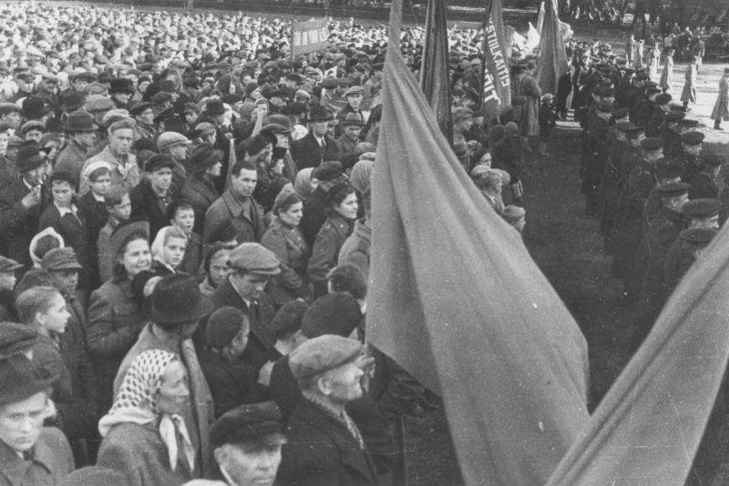 Митинг в Таллине, посвященный освобождению Эстонии от немецких войск. Сентябрь 1944 г.
